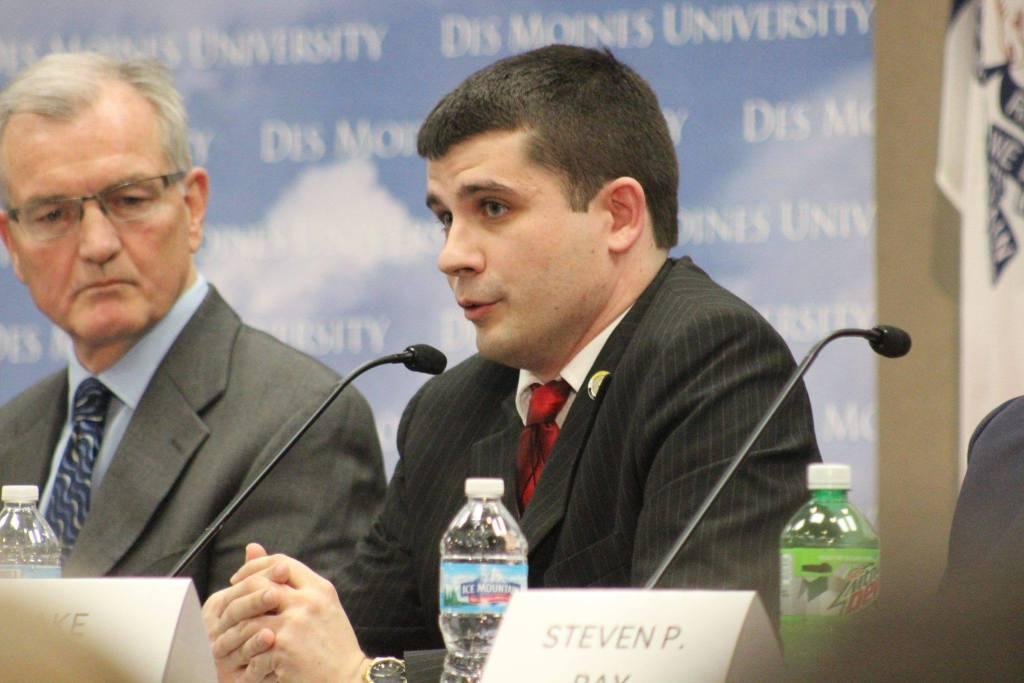 Porter at a gubernatorial forum at Des Moines University